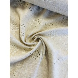 Rayonne motif broderie anglaise x 50cm